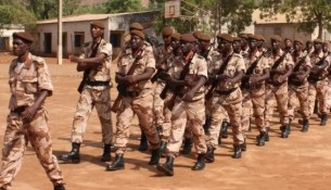 camp-Garde-nationale-militaire-soldats-armee-malienne-defile