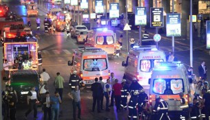 ambulances_aeroport_istanbul_turquie_attentat_0