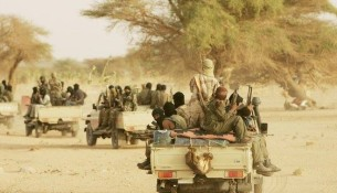 mnla-rebelle-touareg-independanliste-bandis-armee-mouvement-combattants-arabe-nord-mali-azawad-patrouille