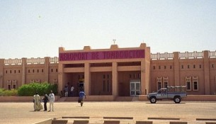 800px-Airport_in_Timbuktu