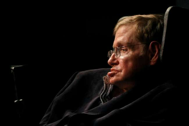 FILE PHOTO: Theoretical physicist Stephen Hawking addresses a public meeting in Cape Town May 11, 2008.  REUTERS/Mike Hutchings/File Photo